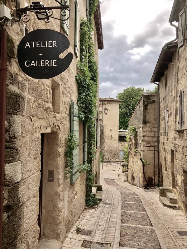 Atelier. Galerie. Uzes. Provence Alpes Cote d'Azur. All Things French TOURS.